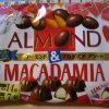 次のチョコ菓子は明治アーモンド&マカダミア アソート